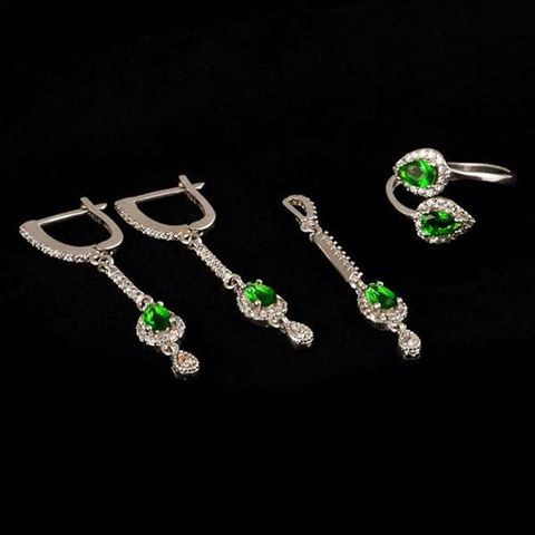 Emeraldgreen seduction  checked silverboxro linkinbio jewelry green set earringshellip