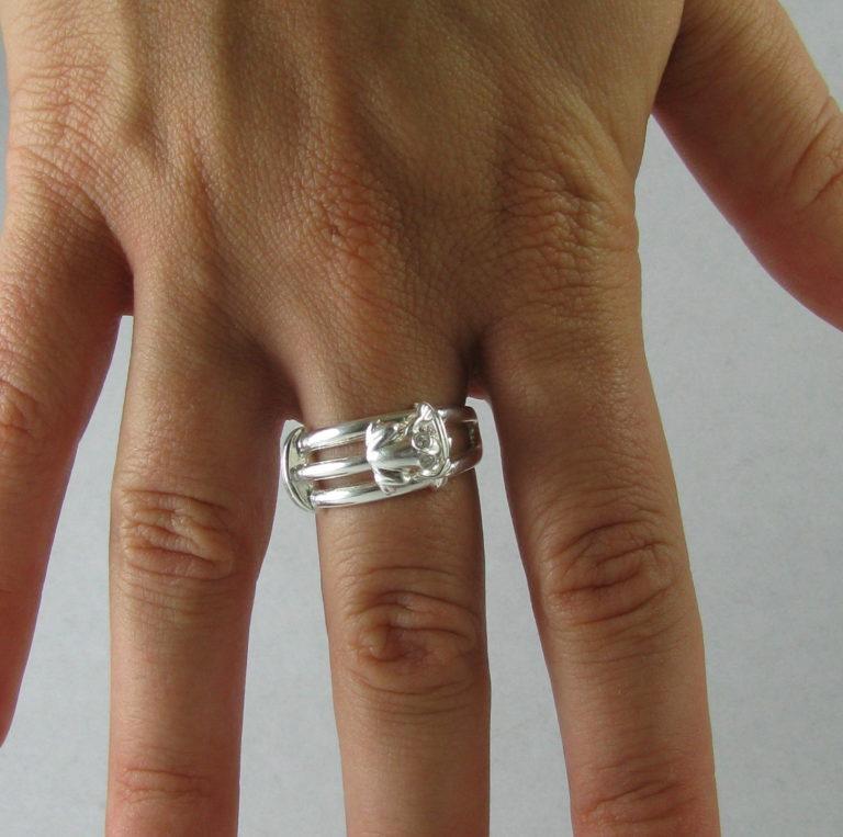 inel argint broscuta