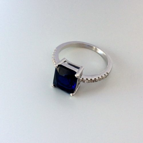 Inel cu piatra albastra semipretioasa