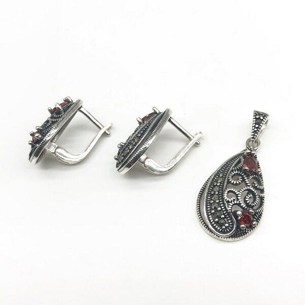 Set cu Granat din argint patinat (cercei si pandantiv)